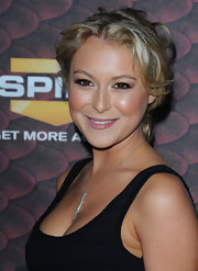 Alexa Vega looked fab in this messy updo.  She paired the hair style with a silver lariat necklace.