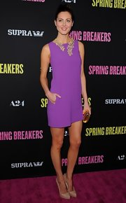 Eva Amurri Martino opted for a simple purple cocktail dress so that her floral statement necklace and gold clutch could stand out.