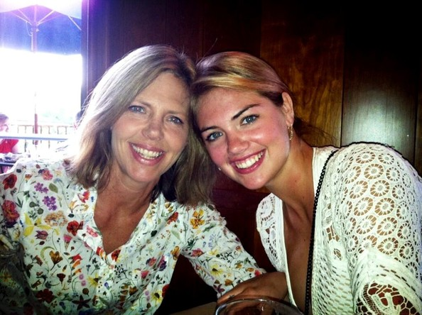 Kate Upton Hangs With Her Mom