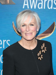 Glenn Close attended the 2018 Writers Guild Awards wearing a short side-parted hairstyle.
