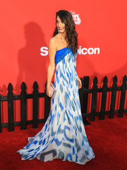 Amal Clooney looked quite gorgeous in this strapless print gown by Bill Blass at the LA premiere of 'Suburbicon.'