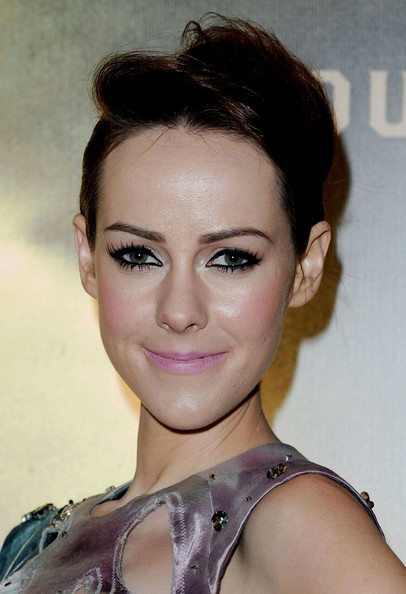 Jena Malone rocked a messy-glam pompadour at the London premiere of 'Sucker Punch.'