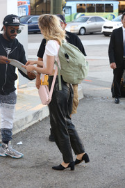 Suki Waterhouse arrived on a flight at LAX carrying a classic backpack by Herschel Supply Co.
