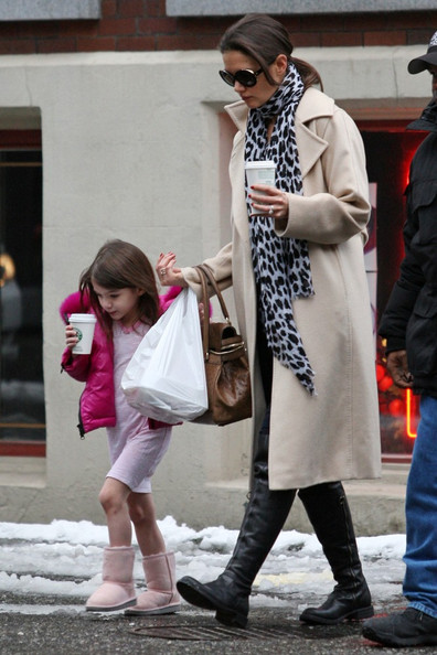 More Pics of Katie Holmes Flat Boots (3 of 19) - Katie Holmes Lookbook - StyleBistro []