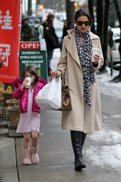More Pics of Katie Holmes Flat Boots (4 of 19) - Katie Holmes Lookbook - StyleBistro []