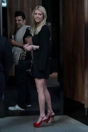 Tara Reid went out in NYC wearing a pair of red patent leather platform slingbacks.