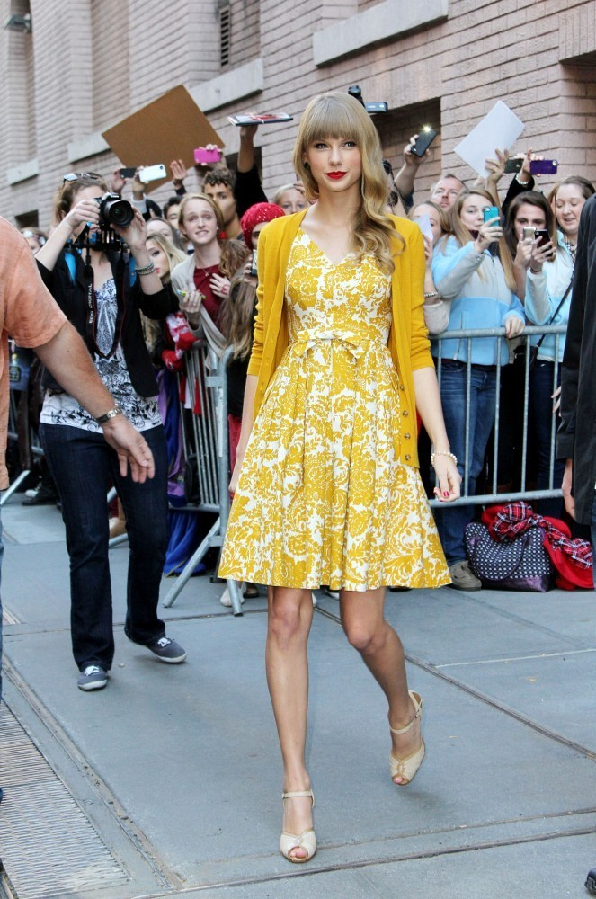 Taylor+Swift in Taylor Swift Promotes 'Red' in NYC 3