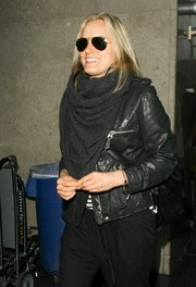 Taylor Schilling made her way through LAX wearing a pair of Ray-Ban aviators.