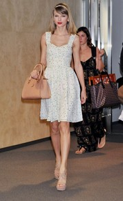 Taylor Swift completed her girly ensemble with nude strappy sandals.
