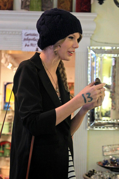 More Pics of Taylor Swift Knit Beanie (5 of 22) - Taylor Swift Lookbook - StyleBistro