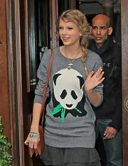 Taylor Swift wore a couple of pretty pendant necklaces with her adorable panda sweater.