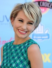 Chelsea's short chop looked adorable with her side-swept bangs.