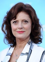 Susan Sarandon added just a pop of color to her beauty look with a coral pink lip.
