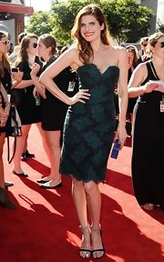 Lake Bell stunned in this dark green lace dress that featured a strapless, sweetheart neckline.