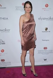Kiberly wears a dark blush one-shoulder dress to the Pink Party.