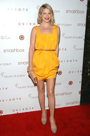 Ali Larter complemented her yellow frock with platform pumps.