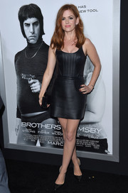 Isla Fisher looked vampy in a tight-fitting leather LBD by David Koma at the 'Brothers Grimsby' premiere.
