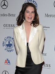 Lara Flynn Boyle tempered the sexiness of her dress with a satin-lapel ivory blazer.