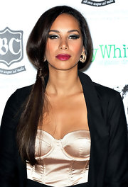 Leona Lewis emphasized her eyes with smoky metallic shadows and lots of rich black mascara at the Global Angel Awards.