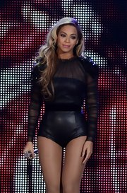 Beyonce's long waves were perfect for one of her famous on-stage hair flips.