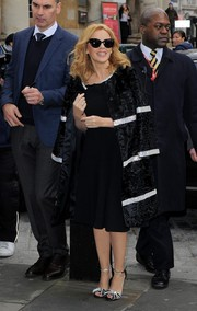 Kylie Minogue sealed off her chic ensemble with a pair of bowed and bedazzled evening sandals.