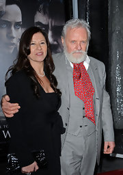 Sir Anthony Hopkins guarantees that the dignity of the paisley ascot remains in tact.