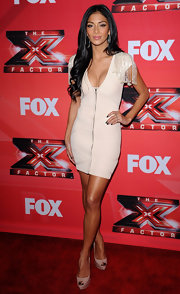 Nicole Scherzinger lengthened her ultra-bronzed legs with a pair of nude platform peep-toes.