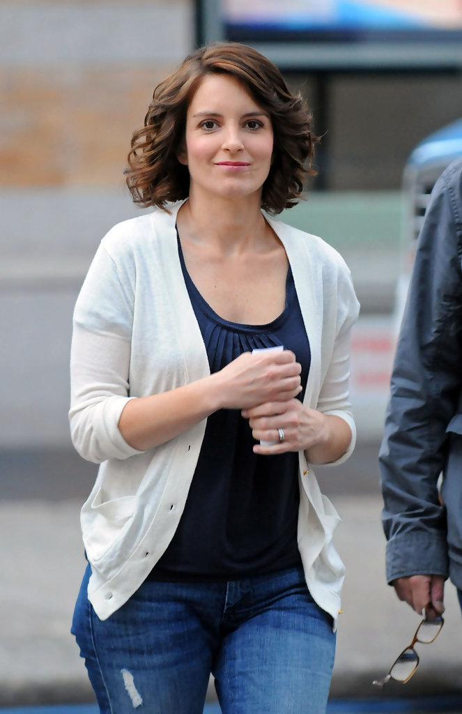 Tina Fey Medium Curls Tina Fey Hair Looks Stylebistro