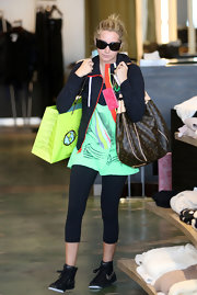 Ashley is never one to miss her weekly shopping trip and from the looks of it she scored some pretty good stuff while at Planet Blue. She topped her casual sneaker and tights look off with a hefty designer bag.