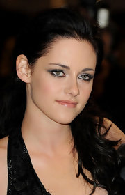 Kristen Stewart wore sexy, smoky metallic shadows at the UK premiere of 'The Twilight Saga: Breaking Dawn Part 1.'