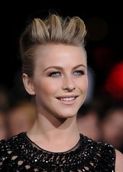 Julianne reached new heights in this killer 'do at the premiere of 'Breaking Dawn - Part 2' in LA.