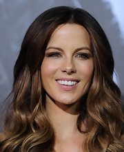 Kate Beckinsale wore a sheer pearlescent pink gloss at the premiere of 'Underworld: Awakening.'