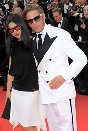 Lapo Elkann complemented his unconventional suit with classic wayfarer sunglasses during the Cannes Film Festival.