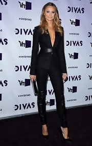Stacy Keibler looked smoking in this black leather-clad suit at VH1 Divas.