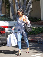 Vanessa Hudgens topped off her ensemble with a black Longchamp Le Pliage bag.