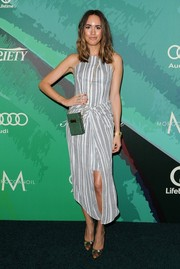 Louise Roe teamed her dress with a pair of colorful print pumps.