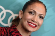 Jennifer Lopez highlighted her peepers with lots of metallic eyeshadow.