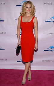 Katherine Heigl paired her ravishing red dress with snakeskin print peep toe pumps. What a combo!