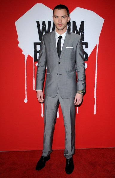 Nicholas Hoult's sharp silver suit made him look anything but zombie-like at a premiere of 'Warm Bodies.'