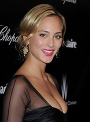 Nora Arnezeder oozed Old Hollywood glamour with this loose updo at the 2012 Golden Globes.