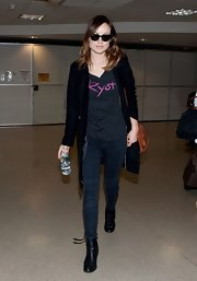 Olivia Wilde opted to travel in a pair of skinny jeans paired with a 'Ryot' t-shirt.