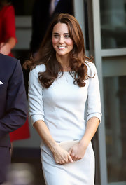 Kate Middleton was polished and demure at the Royal Marsden NHS Foundation Trust. She donned a simple sheath dress accessorized with a beige textured box clutch.