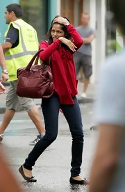 Slumdog Millionaire's Freida Pinto was spotted carrying a bag from Chanel's new line, which is called the 'Chanel Coco Cocoon'. The color of the bag complements her blouse well, though perhaps wearing a contrasting outfit would all the more reveal the stylishness of this carryall.