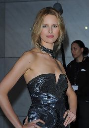 Karolina Kurkova looked stunning at the World Music Awards. She paired her navy dress with a sparkling statement necklace.