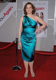 Sigourney showed off her elegant side in a satin, teal cocktail dress.