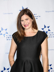 Kathryn Hahn styled her hair in a straight side-parted while celebrating the Zimmer Children's Museum Discovery Award Dinner