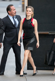 Zoey Deutch opted for simple styling with a pair of black pumps.