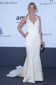 Ludivine Sagnier kept it classic and elegant with a white V-neck gown, which featured an elegant mermaid skirt.