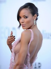 Selita Ebanks looked gorgeous as ever with this pinned updo!