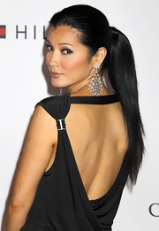 These gorgeous crystal earrings really turned up the volume on Kelly Hu's whole ensemble.